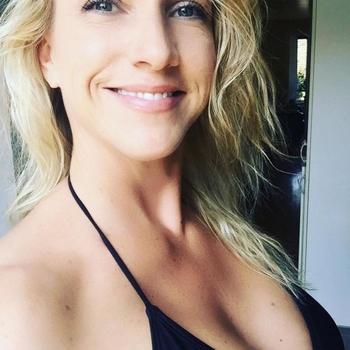 Geil blondje zoekt regelmatig een sexafspraak!