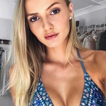 Blondine van 23 jaar zoekt een ontspannen seksrelatie.
