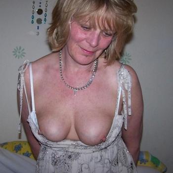 Rijpe vrouw op zoek naar neukcontacten.