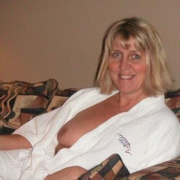 Spontaan, gezellig en sportieve dame zoekt een man die positief in het leven staat.